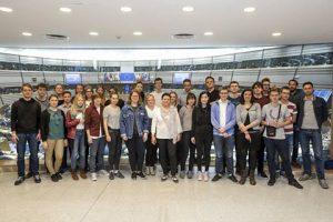 Gruppenfoto mit Parlamentarierin