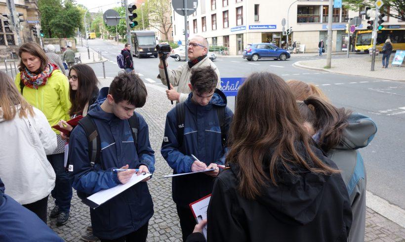 """Projekttag """"Auf den Spuren der NS- Zeit durch Dresden-Plauen"""" an der 55. Oberschule"""
