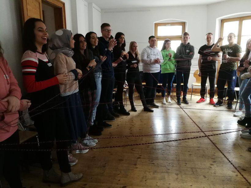 Betreuer*in für trinationale Jugendbegegnung gesucht